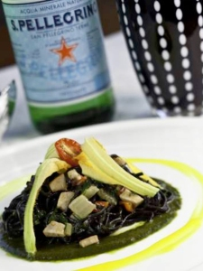 Tagliolini neri con ragù di ricciola, bieta selvatica crema di basilico e salsa ai pistilli di zafferano ennese